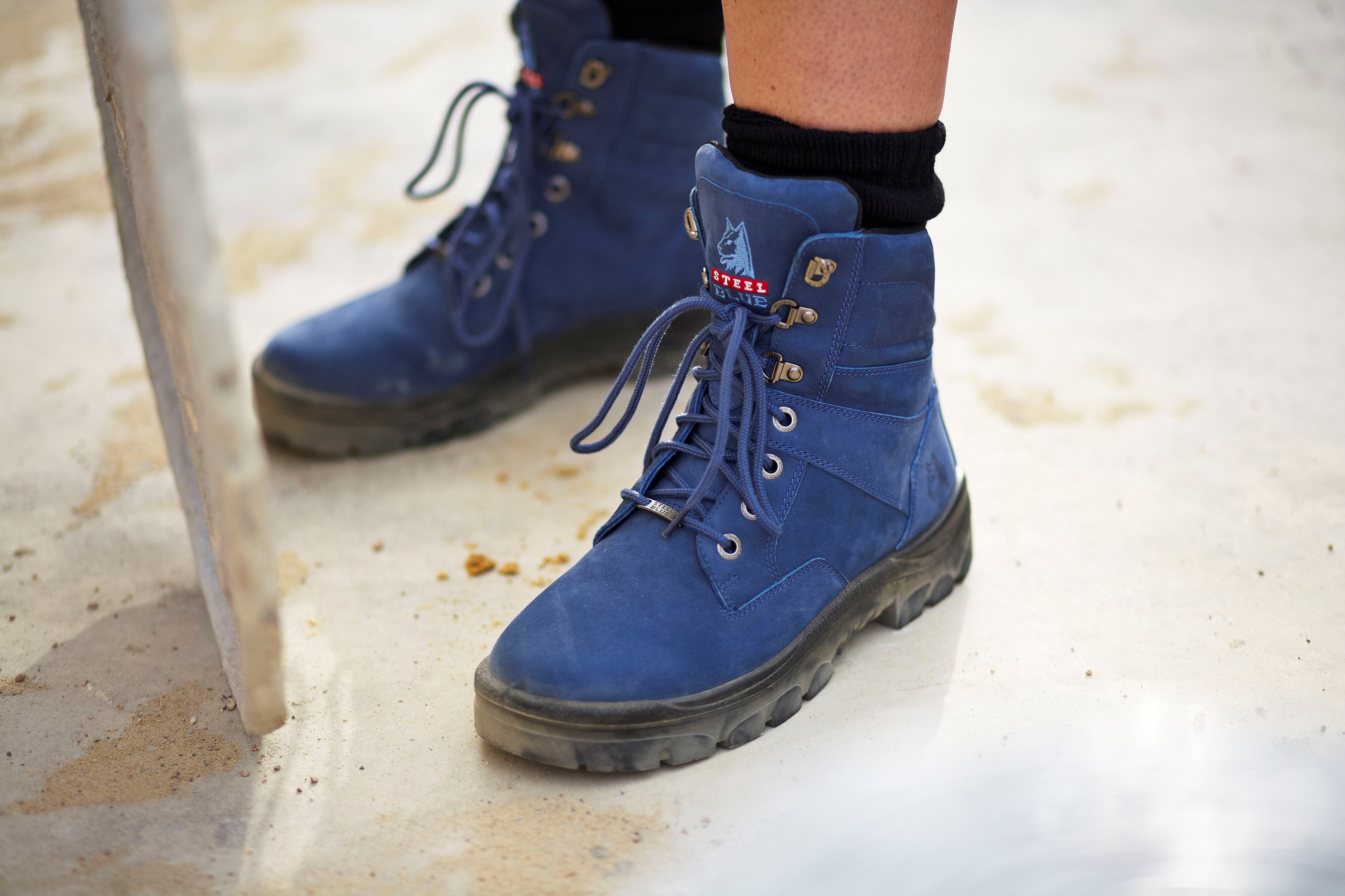blue boots are available in safety and non safety options. hlssahj