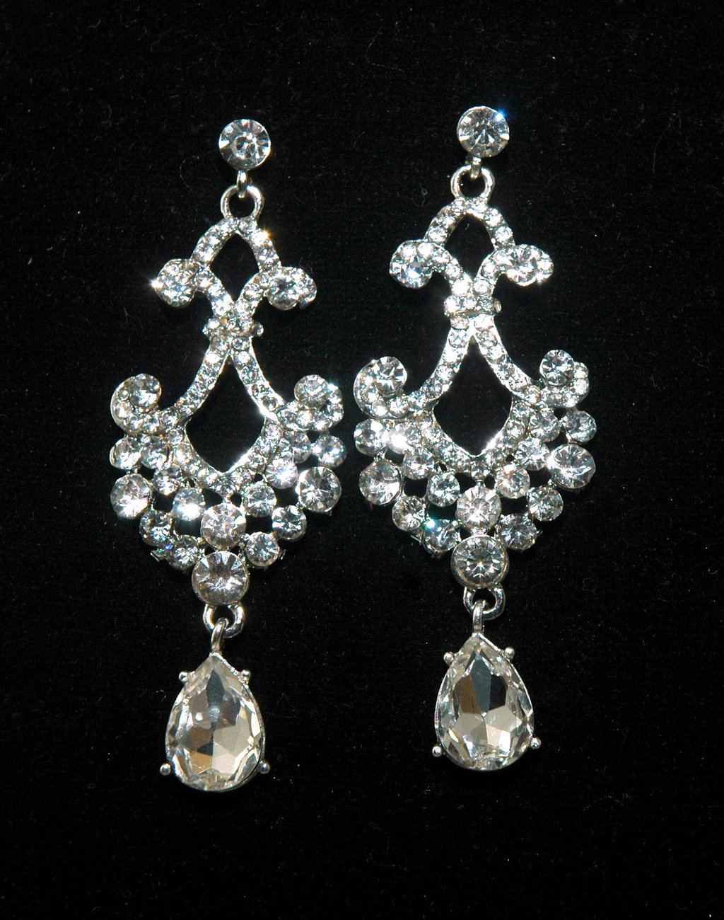 Why you should wear rhinestone earrings styleskier why you should wear rhinestone earrings mozeypictures Choice Image