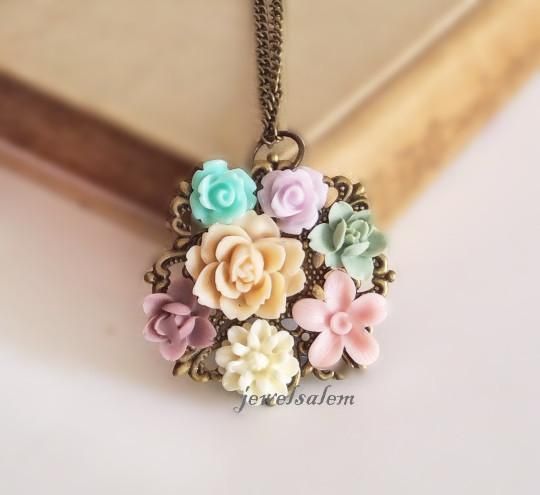 flower necklace bridal jewelry bridesmaid gift maid of honor floral necklace  pastel cream ivory kaoxixh