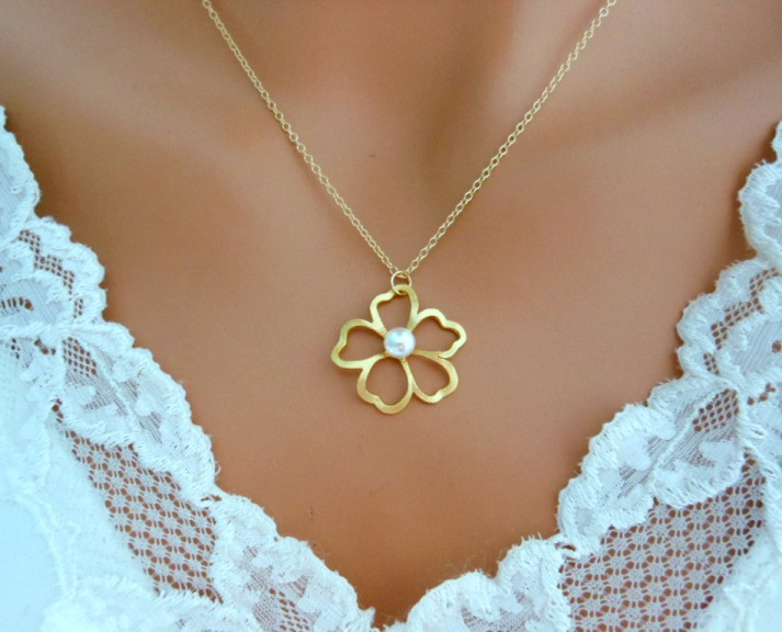 Is Flower Necklace Fashionable?