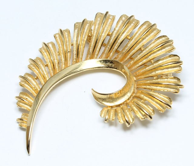 gold brooch picture of coro feather brooch gold quill pin vintage brooch qlxbhtb