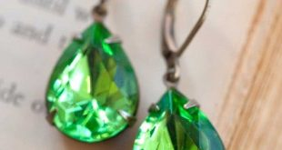 green earrings these fun vintage earrings in rich green are just right for fqivgas
