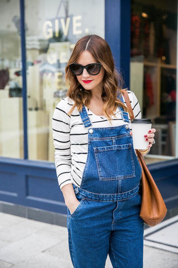 how to style maternity overalls. oteluoz