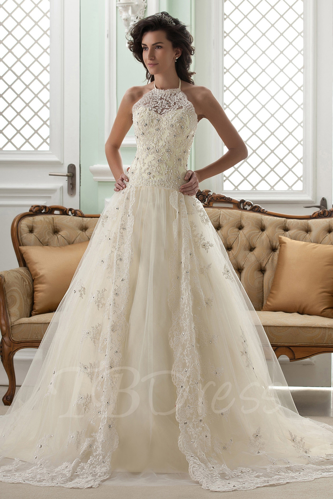 Lace wedding dress - All that you want to know - StyleSkier.com