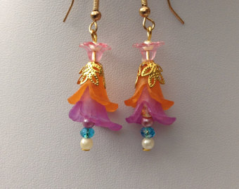 lucite/crystal/pearl funky earrings. multi colour funky  lucite/crystalearrings. ndtzyhu