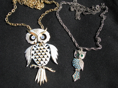 retro hippie vintage costume jewelry lot, 70s owl pendants w/ long chains yrnznlc