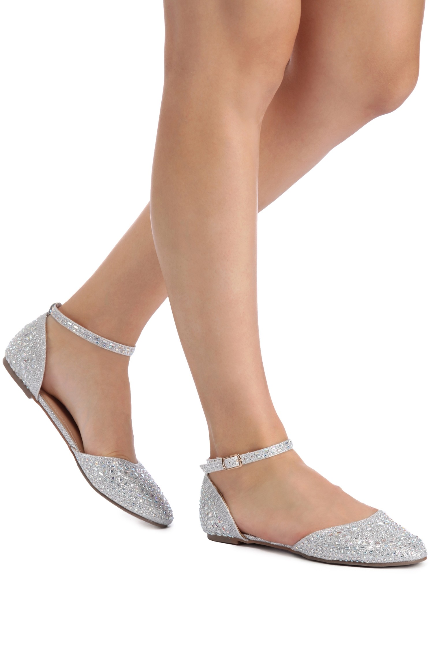 Buy the Beautiful shoes of silver flats for your outing