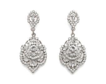 How to wear your chandelier earrings – StyleSkier.com