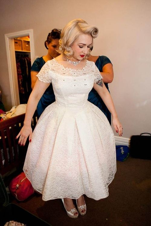 vintage rockabilly wedding dress and hair. i really like this dress. (maybe  for djfgwbc