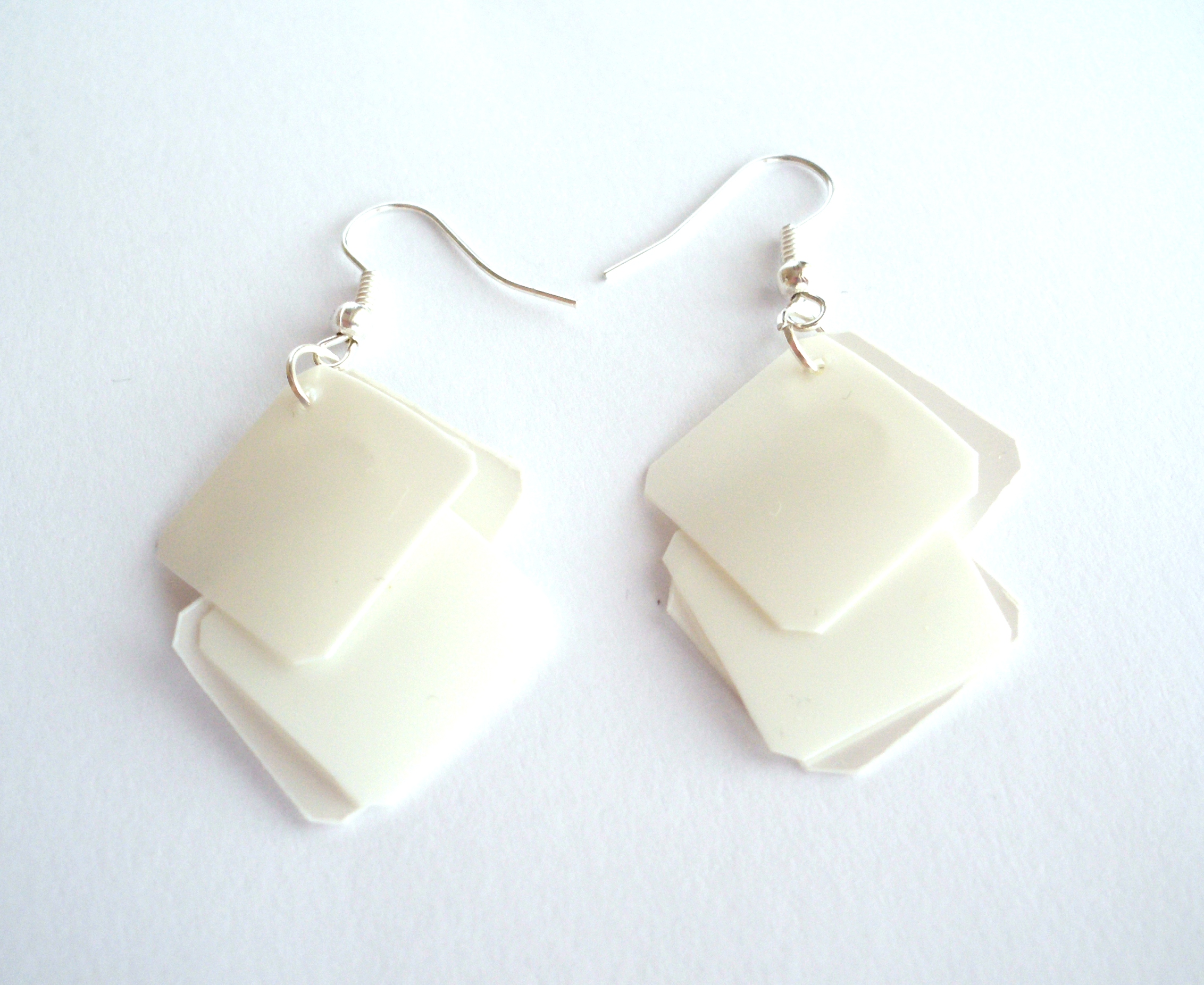 white earrings xkolarq