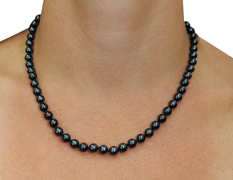 Black pearl necklace – The Symbol of respect