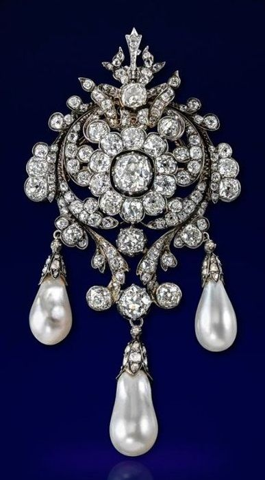 an impressive victorian natural pearl and diamond brooch. centring an old  cushion-shaped diamond quwysiw