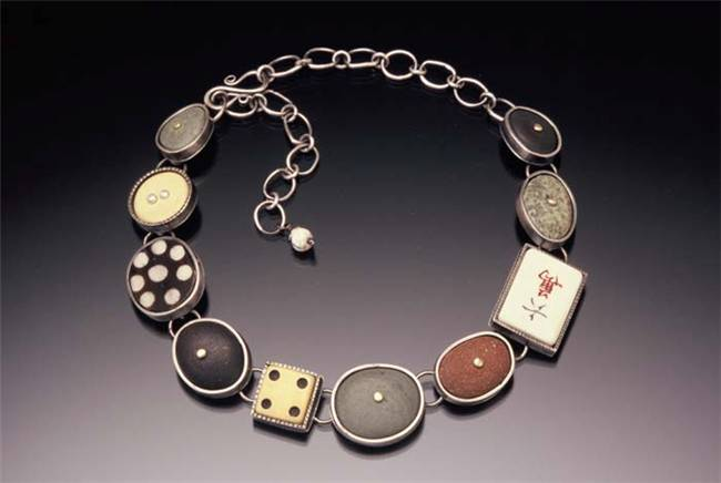 Get Art jewellery to Blend with Evening Wear