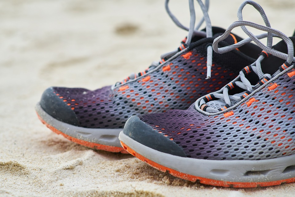 Tips for selecting beach shoes