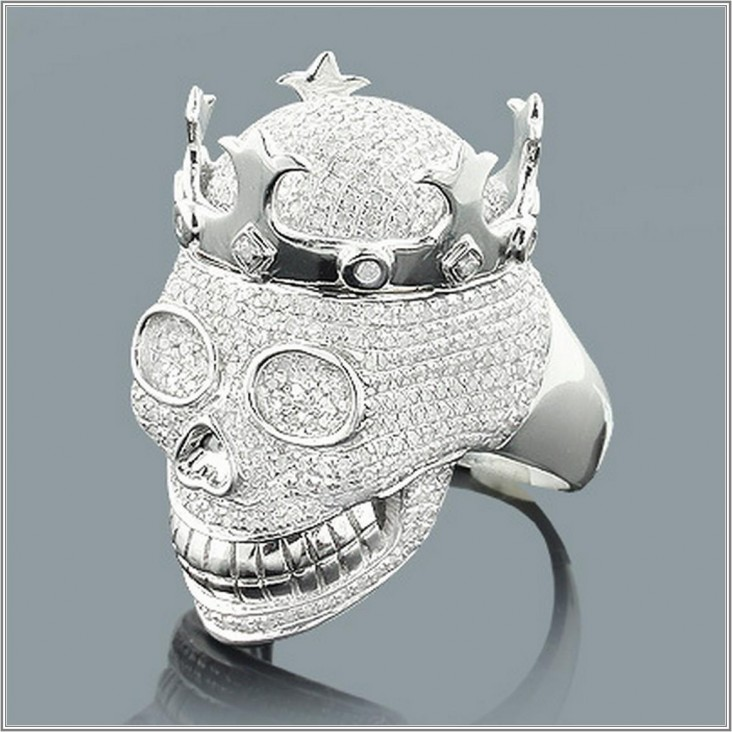 What determines jewelry for men?