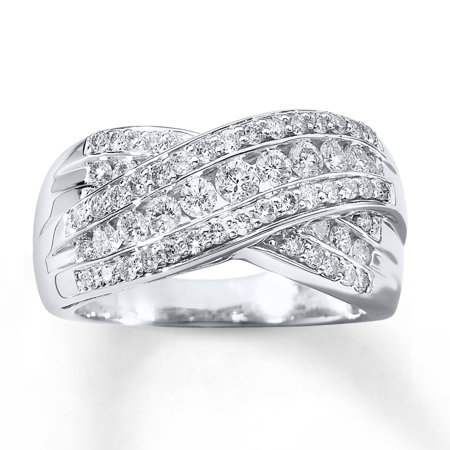 Four things to consider when buying Diamond anniversary rings for your partner