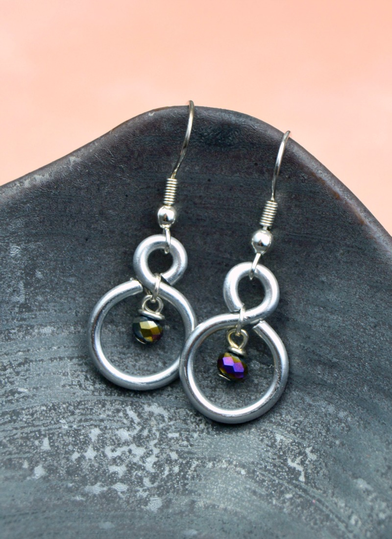 diy figure eight wire earrings at happyhourprojects.com taenigv