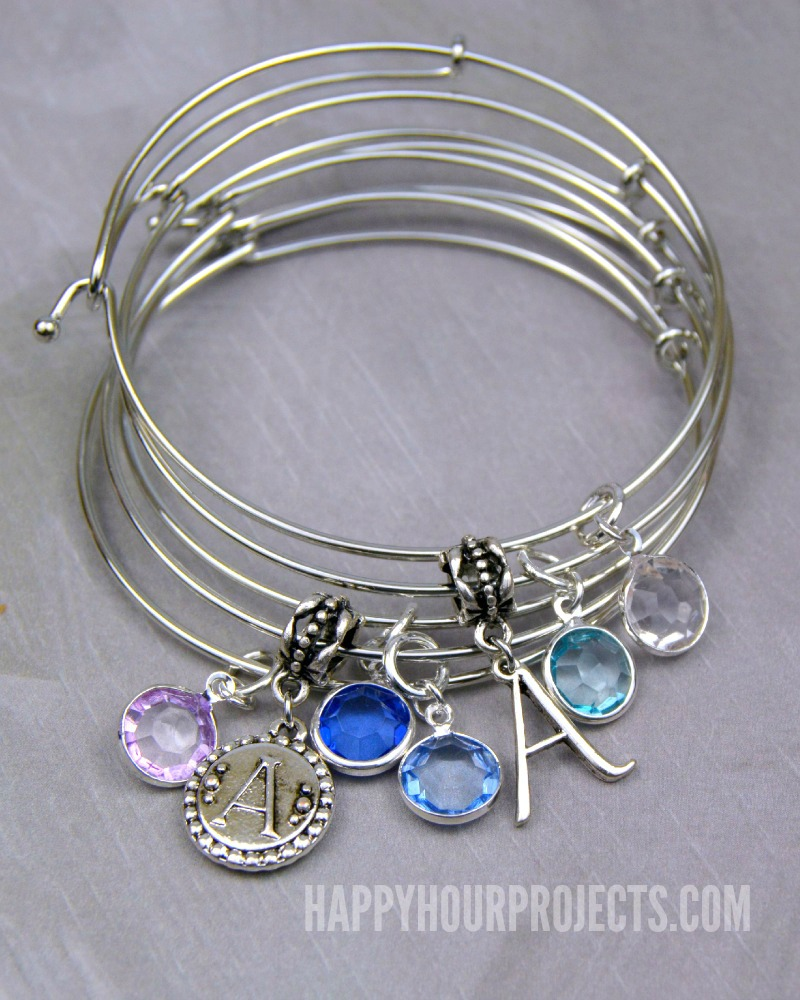 easy diy charm bangles at www.happyhourprojects.com pwdxtdy