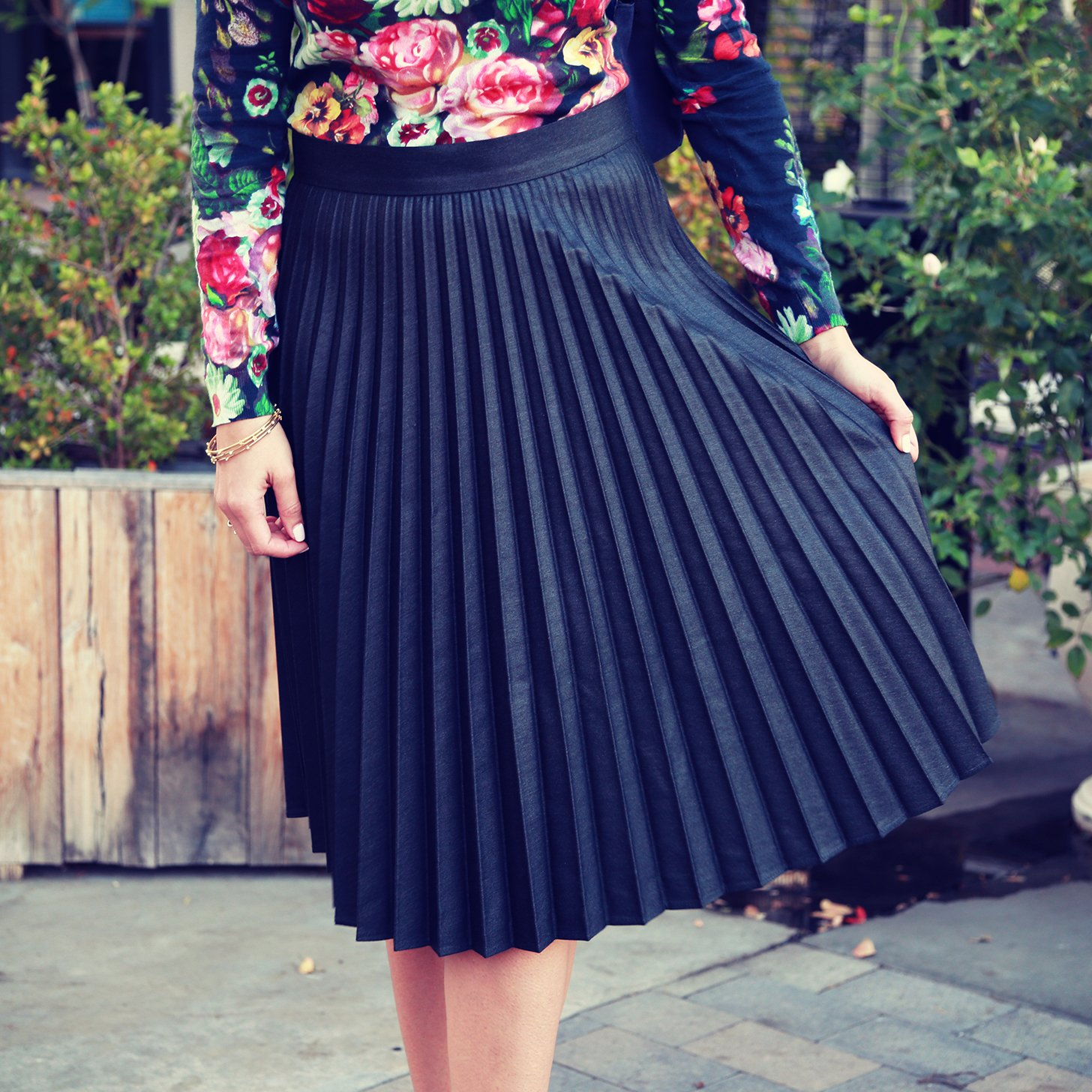 how to wear a pleated skirt | video | popsugar fashion jjcjcec