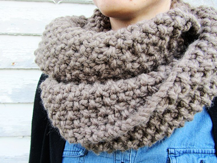 knit scarf homespun circle scarf | allfreeknitting.com chenwga