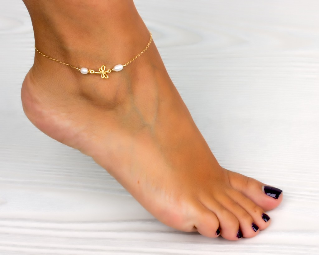 ankle bracelet the process of using leg bracelet to adorn your legs 7929
