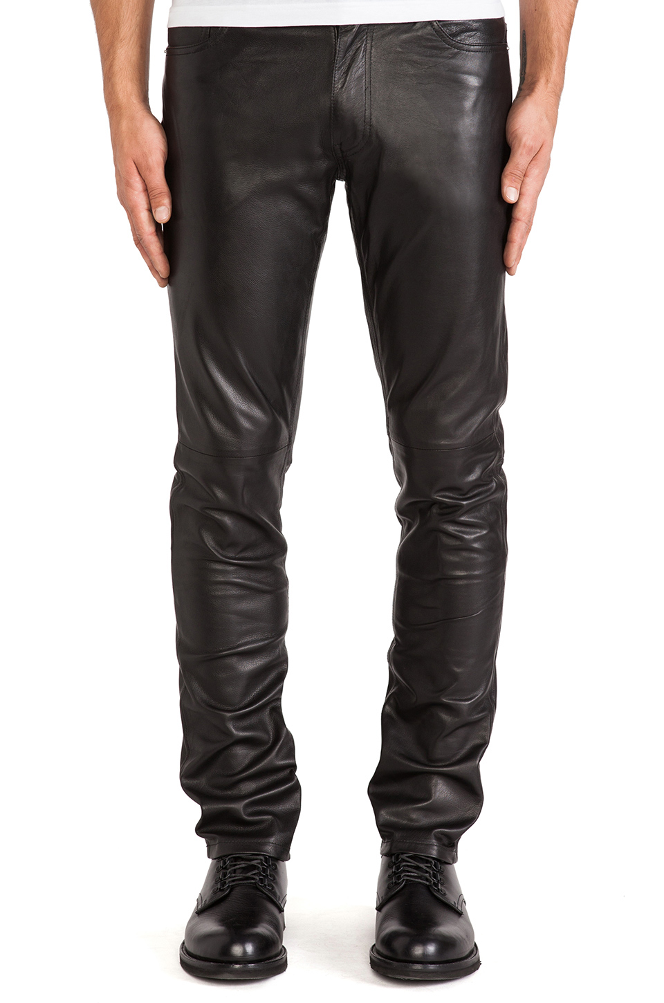 Go Trending with Pants by using Mens Leather Pants for your Casuals
