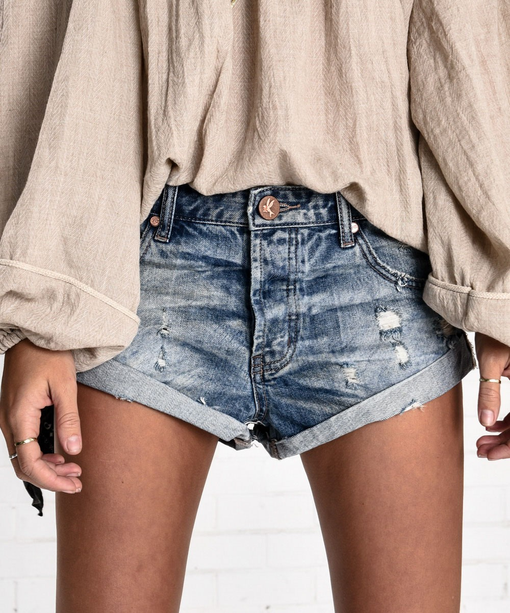 one teaspoon shorts more views eafjnwt