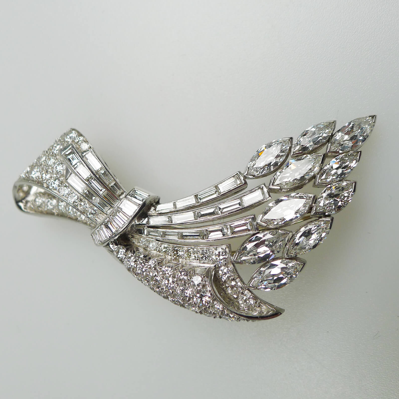 Bring out the Luxury and Style by using a Diamond Brooch for Dressing