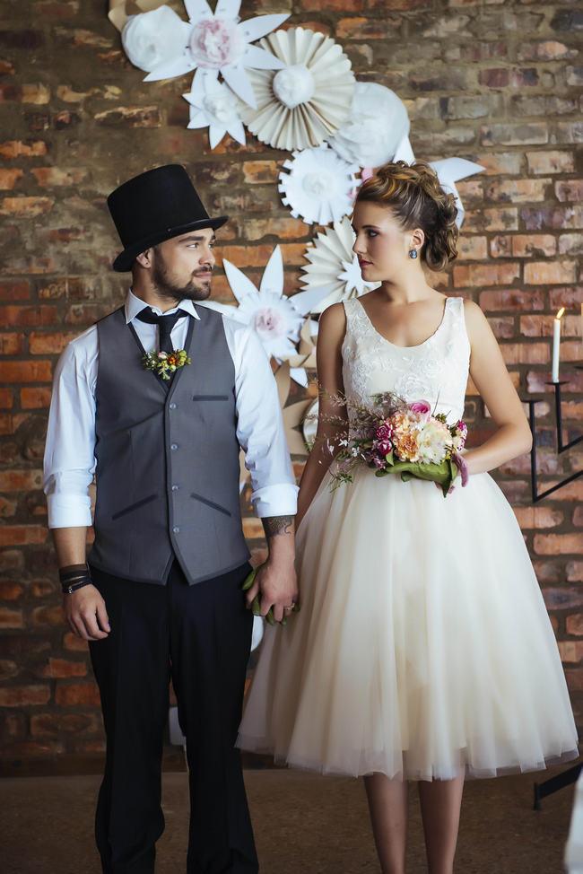 rockabilly wedding dress short tulle wedding dress // rockabilly wedding ideas // claire thompson  photography qqvhxds