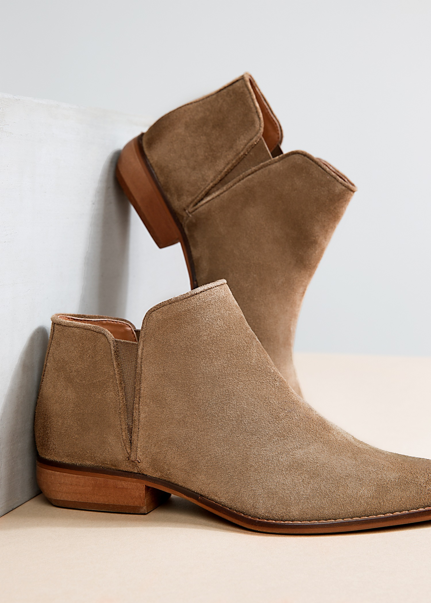 How you can make a perfect outfit by selecting appropriate suede ankle boots?