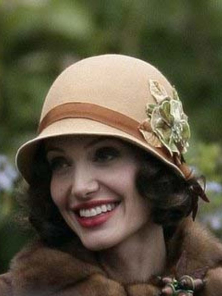 vintage cloche hats- the cloche hat is a fitted, bell-shaped hat for lclaxsd