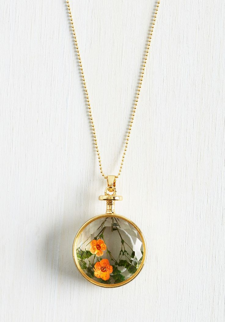 Get the History of Vintage Necklaces in your Collections