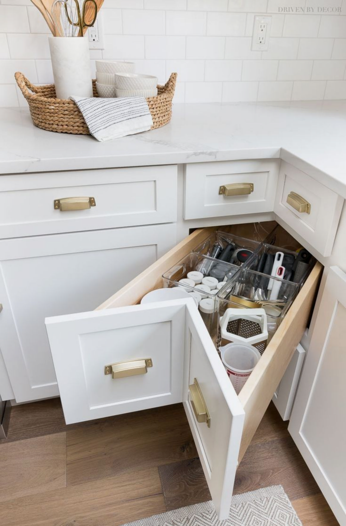 10 clever ideas to make a small kitchen look like a bigger one 23