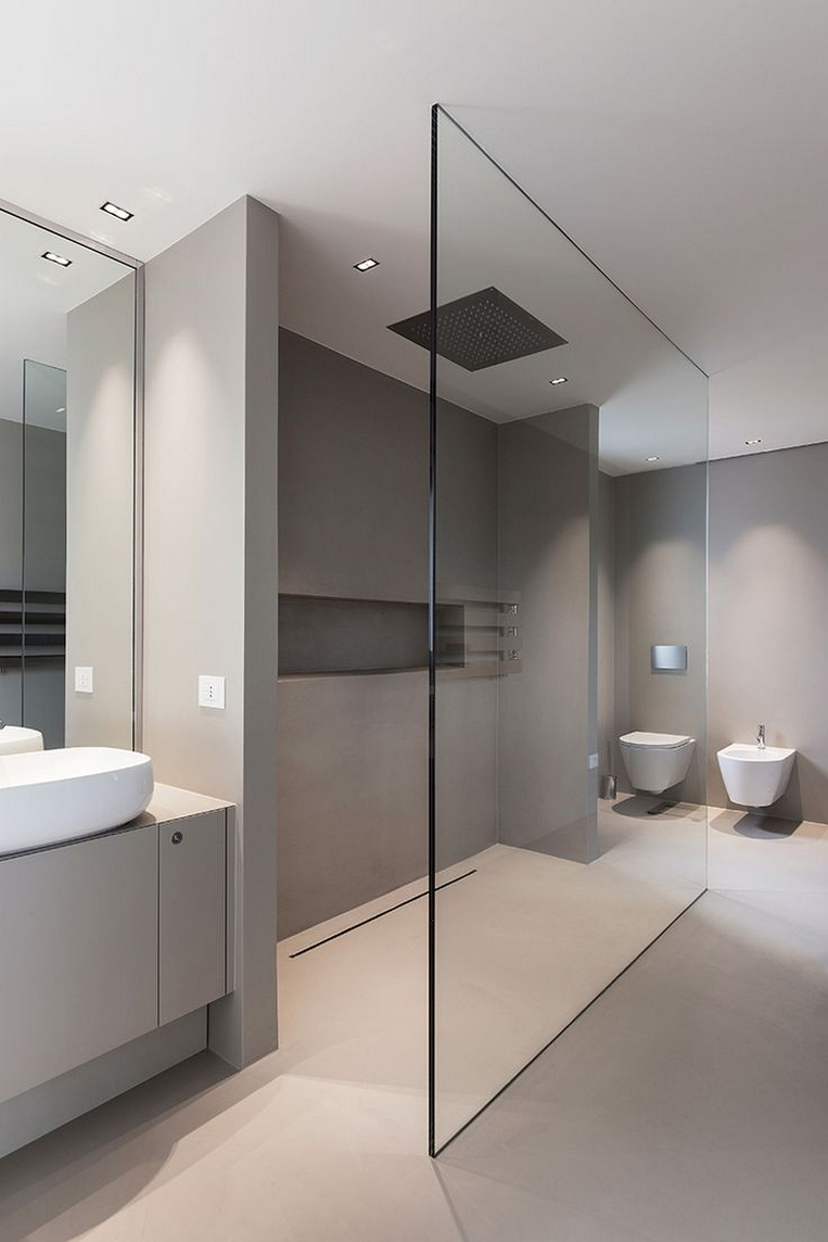 33 Bathroom design with a walk-in shower and a freestanding bathtub 31