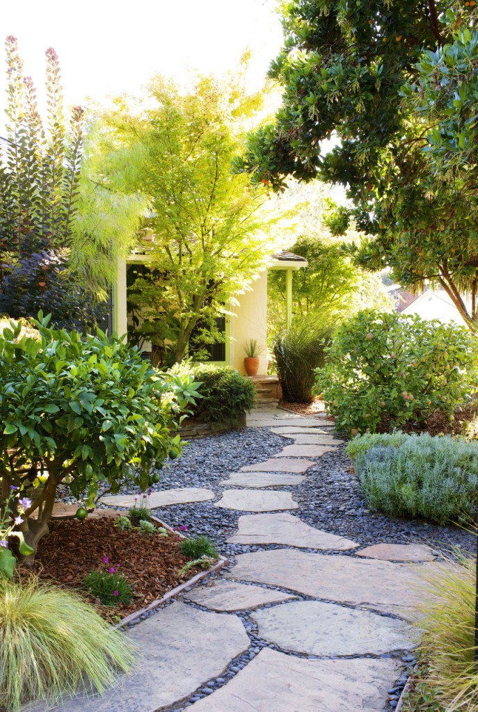 40 Easy and Awesome Front Yard Landscaping Ideas on a Budget 3