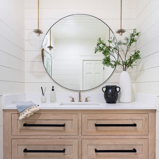 75 Beautiful Farmhouse Bathroom Pictures & Ideas - June, 2021 | Hou