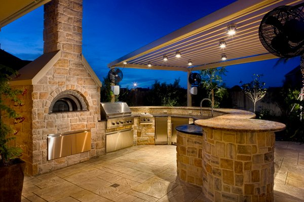 15 Ideas for Highly Functional Traditional Outdoor Kitchens | Home .