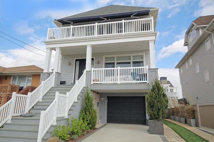 136 Beach 134th St, Queens, New York, 11694 | 4 BR for sale, House .