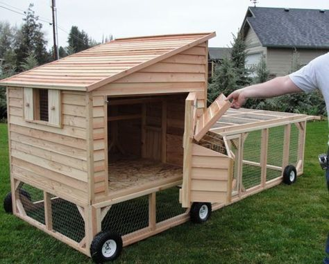 More ideas below: Easy Moveable Small Cheap Pallet chicken coop .