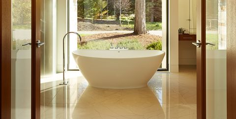 30 Perfect Bathrooms with Luxurious, Curved Tubs - Round Bathtub Ide