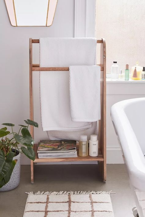 21 Designer Ways to Store & Decorate with Bath Towe